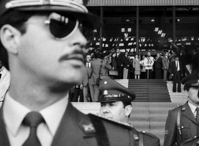 Pinochet at a rally with regime supporters in 1988. Photo by Marcelo Montecino.
